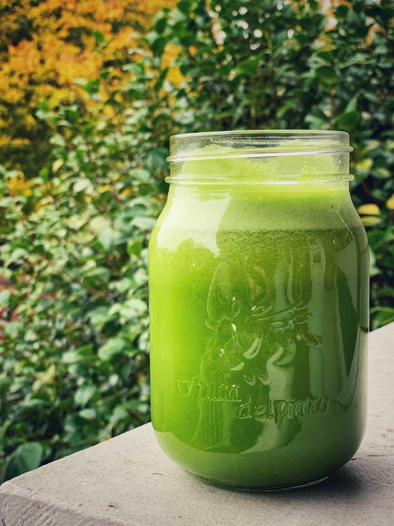 Green smoothie in mason jar